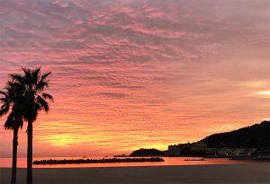 片男波から和歌浦漁港と夕日