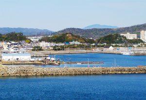 和歌浦漁港全景(西より)